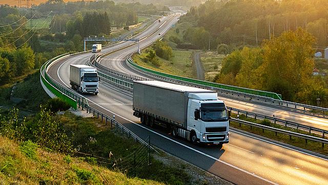 a kamionosok pénzt keresnek az interneten)