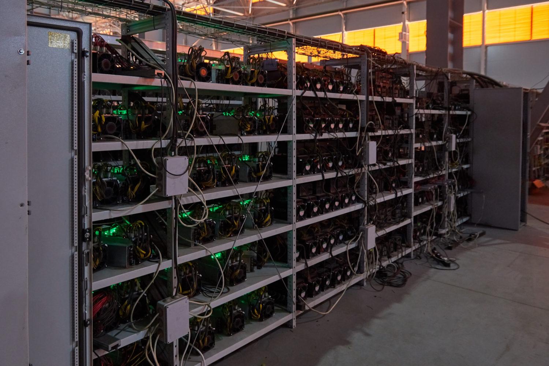 bitcoin asic bányász 2020)
