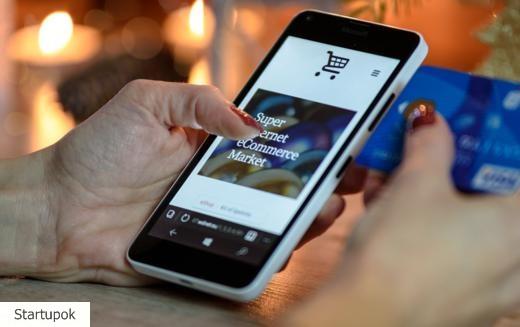 egy okostelefon, amely pénzt keres az interneten)