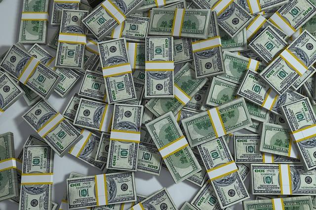 sok pénzt álmodott)